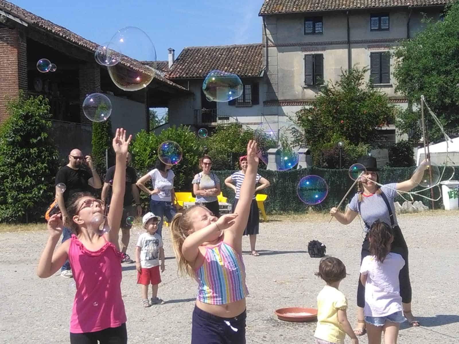 Animazione per bambini a Milano con bolle di sapone