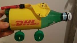 Laboratorio creativo di riciclo per bambini proposto in un evento aziendale DHL
